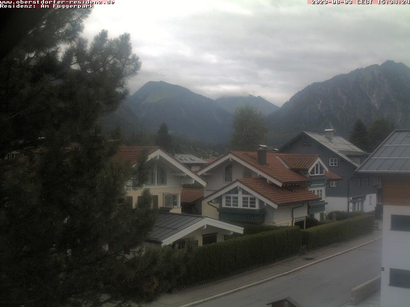 Webcam Allgäu - Oberstdorf - Blick in Richtung Süden - Riefenkopf, Kegelkopf, Himmelschrofen (von links nach rechts). Das Bild wird bereitgestellt von: Luxusapartments am Fuggerpark -